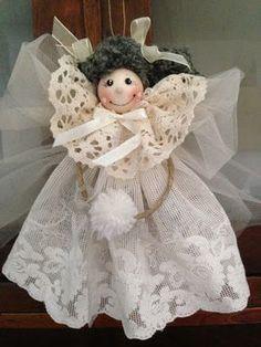 """Ciao ! Dopo taaaaanto tempo mi sono decisa a provare a fare le """" pigottine di Vanda """" , mi piacciono moltissimo ed è da un pò che ci penso a... Christmas Art, Christmas Projects, Christmas Treats, Handmade Angels, Clothespin Dolls, Angel Ornaments, Soft Dolls, Doll Patterns, Puppets"""