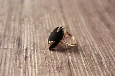 """Avon """"NightFlower"""" Ring Gold Tone with Simulated Onyx - Vintage 1978 by FrogTears on Etsy"""