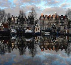 Prachtige weerspiegeling in de Amsterdamse Grachten!  Deze creatie van Vinx Hollands Glorie is Ruby, een zilveren ring met fantasiedraad.