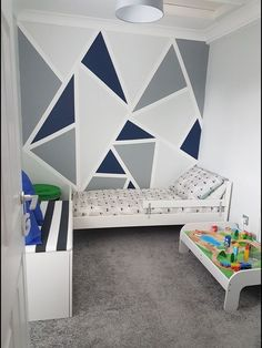 Fun and Original Ideas for Boy's Bedroom Decor – Voyage Afield Geometric Wall Paint, Geometric Decor, Beach Bedroom Decor, Diy Bedroom, Bedroom Wall Designs, Room Wall Painting, Family Room Decorating, Decorating Ideas, Decor Ideas