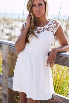 Lace details are always so pretty and feminine! We LOVE the details on this dress! It has a sweetheart neckline with a lace overlay, and GORGEOUS intricately wo