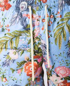 Traje de baño color celeste estampado con exclusivo motivo floreado Secado rápido