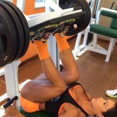 Leg press vertical 4x10 aumentando peso