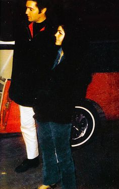 Elvis and Priscilla Presley, When Elvis gave her brother a brand new Mustang, so he would have a car for college! Such a Wonderful Man Elvis was! So Very Loving and Sweet! Elvis Presley Priscilla, Graceland Elvis, Elvis Presley Family, Elvis Presley Photos, Lisa Marie Presley, Great Love Stories, Love Story, Elvis Sightings, Ford Mustang 1964