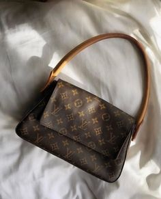 Discovered by 𝐀♡. Find images and videos about cute, luxury and bag on We Heart It - the app to get lost in what you love. Luxury Purses, Luxury Bags, Louis Vuitton Taschen, Aesthetic Bags, Accesorios Casual, Louis Vuitton Shoes, Vintage Louis Vuitton, Louis Vuitton Monogram, Shoes Heels Pumps
