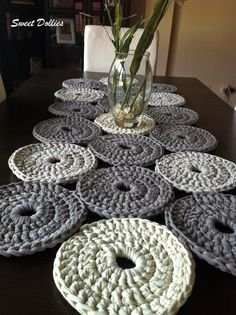 Modern dining room with crochet table runner – Artofit Fun idea for a bath mat. Crochet Carpet, Crochet Home, Love Crochet, Crochet Gifts, Crochet Yarn, Crochet Motifs, Crochet Doilies, Crochet Patterns, Crochet Filet