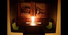 O projeto de design de interior do La Gabinoteca, assinado pela empresa Ping Pong Arquitectura, aproveita a geometria irregular dos espaços deste gastrobar de Madri para criar (e reaproveitar) ambientes temáticos, como esta mesa que simula um vagão de trem