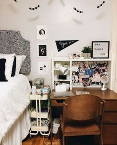 College Bedroom Decor, Cool Dorm Rooms, College Dorm Rooms, Dorm Room Desk, Dressing Design, Apartment Decoration, Dorm Room Decorations, Small Apartment Bedrooms, Dorm Room Designs