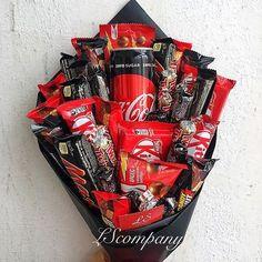 Bouquet Cadeau, Candy Bouquet Diy, Gift Bouquet, Christmas Gift Box, Homemade Christmas Gifts, Homemade Gifts, Diy Gifts, Valentines Gifts For Her, Valentines Diy
