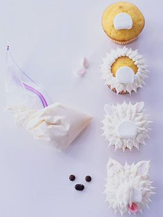 Need a fun project to do with the kids? Spend an afternoon creating these playful puppy cupcakes. Spoon vanilla frosting into a resealable bag; Use cover board as guide. Puppy Cupcakes, Puppy Cake, Animal Cupcakes, Cupcake Cookies, Cupcakes Lindos, Cupcakes Flores, Lemon Cupcakes, Strawberry Cupcakes, Cupcakes Design