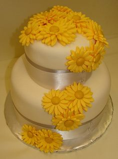 Daisy On Pinterest Daisy Cakes Daisy Cupcakes And