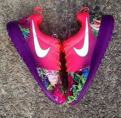 Nike Roshe Run. Love the colors ♥