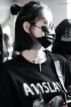 Rocker Hair, Girl Hiding Face, Aesthetic Hair, Two Faces, Asian Hair, 2 Girl, Edgy Outfits, Fashion Face Mask, Ulzzang Girl