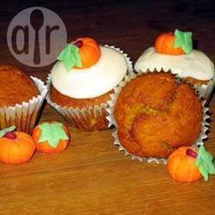 These wonderful spicy muffins are the perfect treat for an autumn afternoon. Sugar Pumpkin, Pumpkin Puree, Biscuits, Muffin Cups, Allrecipes, Mets, Halloween, Baking Soda, Dairy Free