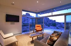 Palm Springs-based studio Architecture has designed the Rock Reach House project. Completed in this square foot prototype home for prefab de Home Design, House Design Photos, Interior Design, Design Interiors, Palm Springs, Sky Home, Family Room, Home And Family, Prefabricated Houses