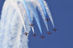 A rare French airshow outing for the RAF's Red Arrows & their BAE Hawk trainers.