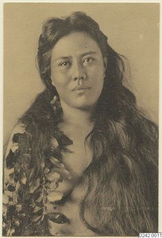 (91) Twitter Photo of Hawaiian woman, sadly unnamed, taken in 1914 by Swedish anthropologist C. V. Hartman. Now @worldcultureswe #Seshat #Hawaii