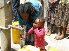 Finalmente della buona acqua...!!! finalmente acqua Pulita...!!! finalmente non ci ammaleremo più per dissetarci...!!! CHE BELLO BERE...!!! GRAZIE AMICI della BUTTERFLY