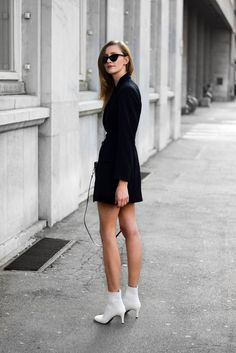 How to wear white sock boots looks mode Booties Outfit, White Ankle Boots, White Heels, Street Style, Cool Suits, Personal Style, Fashion Outfits, Style Inspiration, Stylish