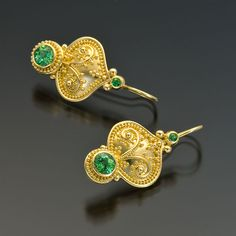 I would wear these in a heartbeat. granulated gold earrings tsavorite garnet could I do this with silver Byzantine Jewelry, Ancient Jewelry, Antique Jewelry, Vintage Jewelry, Jewelry Art, Fine Jewelry, Jewelry Design, Hippie Jewelry, Ethnic Jewelry