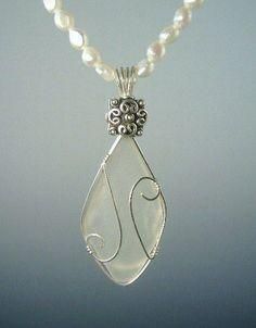 White sea glass. Awesome idea to do with your sea glass. #seaglassjewelry #seaglassnecklace #seaglassideas #fakeseaglassdiy