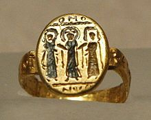 Byzantine wedding ring, depicting Christ uniting the bride and groom, 7th century, nielloed gold (Musée du Louvre).