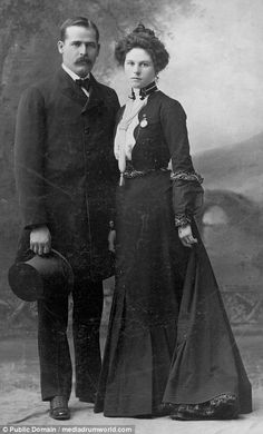 Henry Longabaugh (The Sundance Kid) and the mysterious Etta Place. No one knows where she came from or what happened to her after she left Butch Cassidy and Sundance Kid in Argentina in Vintage Pictures, Old Pictures, Old Photos, Sundance Kid, Gangsters, Jessy James, Old West Outlaws, The Wild Bunch, Into The West
