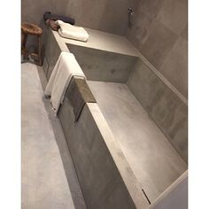Platsgjutet badkar. #concrete #beton #betong #badkar #betongbadkar #betonggolv #badrum #bathroom ... Concrete Bathtub, Tile Floor, Bathroom, House, Decor, Bath Room, Decoration, Decorating, Home