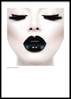 Poster med Foto, svarta glansiga läppar. Moderna posters, tavlor och prints med fotografier. Stor tavla med fashiopn motiv. Stora tavlor.
