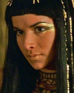 Egyptian makeup... @kaylajoughin this is kinda what i wanna do... glam egyptian. into it?