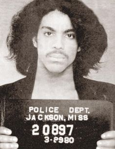 Only Prince Rogers Nelson could make a mugshot look more like a glamour shot. Wow Prince went to jail in Jackson lol I wonder for what Prince Rogers Nelson, Mayte Garcia, Celebrity Mugshots, Celebrity Skin, Hip Hop, Photos Of Prince, Prince Images, Famous Musicians, Jazz Musicians