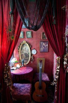 25 Awesome Dark Bohemian Decor – - Bohemian Home Bohemian Decoration, Gypsy Decor, Decoration Inspiration, Decor Ideas, Estilo Kitsch, Dark Bohemian, Modern Bohemian, Interior Decorating, Interior Design