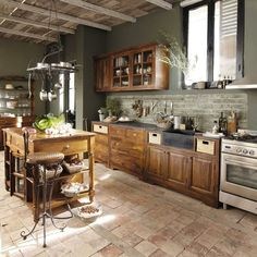 Traditional country kitchens are a design option that is often referred to as being timeless. Over the years, many people have found a traditional country kitchen design is just what they desire so they feel more at home in their kitchen. Rustic Country Kitchens, Country Kitchen Designs, Modern Kitchen Design, Rustic Kitchen, Interior Design Kitchen, Eclectic Kitchen, Home Decor Kitchen, Kitchen Furniture, New Kitchen