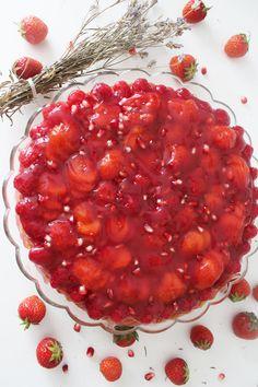 Çilekli ve Frambuazlı Kırmızı Pasta // Red Cake with Strawberry and Raspberry | Soulney