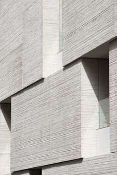 Ateliers WeAreContents, Charly Broyez · Courthouse in Béziers Concrete Facade, Stone Facade, Concrete Texture, Stone Cladding, Wall Cladding, Concrete Building, Texture Architecture, Concrete Architecture, Contemporary Architecture