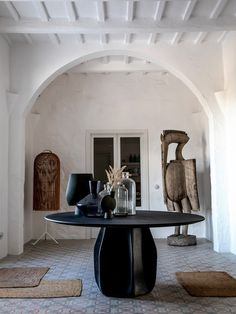 Discover Es Bec d'Aguila in pictures, the most beautiful and inviting Finca in Menorca, Balearic Islands. Menorca, Home Interior, Interior Architecture, Interior And Exterior, Living Divani, Living Room, Ethno Design, Turbulence Deco, Interior Minimalista