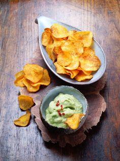 Chips de patates douces et guacamole