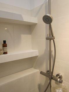 Badkamer details: plankjes en nisjes@woonbeurs Amsterdam okt 2013 Bathroom Ideas, Amsterdam, Shower, Decorating Bathrooms