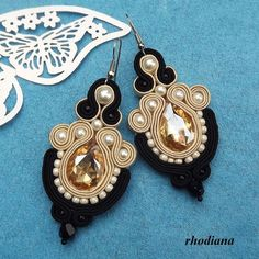 Crystals Gleam Cream & Black earrings by RhodianaSoutache on Etsy Ribbon Jewelry, Fabric Jewelry, Beaded Jewelry, Jewellery, Soutache Pattern, Soutache Tutorial, Shibori, How To Clean Diamonds, Jewelry Insurance