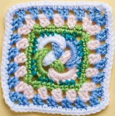 FREE CROCHET PATTERN: Celtic knot granny square