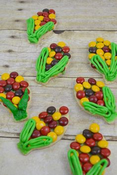 Fall Dessert Cookie Idea Easy-to-make autumn harvest cookies. Your new favorite fall dessert cookie idea. An easy semi-homemade recipe. Fall Dessert Recipes, Cute Desserts, Fall Desserts, Cookie Desserts, Fall Recipes, Semi Homemade, Homemade Recipe, Thanksgiving Cookies, Holiday Cookies