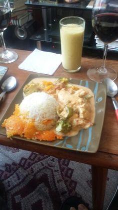 Curry rojo de pollo y tofu con arroz basmati
