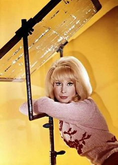 Barbara Eden, I Dream Of Jeannie, Bun Hairstyles For Long Hair, Retro Hairstyles, Classic Hollywood, Old Hollywood, Eden Hair, 60s Tv Shows, Stella Stevens