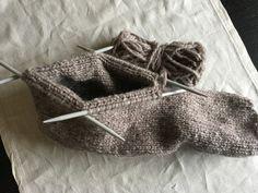 fikside – Strikkeoppskrift: Øl-vott Diy And Crafts, Knitting, Threading, Tricot, Breien, Stricken, Weaving, Knits, Crocheting