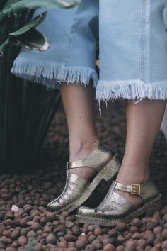 look minimalista, look pantacout, pantacourt jeans, look t-shirt e pantacourt, melissa, sapatos de glitter, minimalist, minimalism, look blogger, outfit of the day, look do dia, sustentabilidade, moda, sustentável, consumo consciente, marcas de moda brasileira, não vivo sem store, tendências 2017