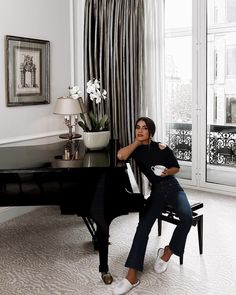 """87.1 mil curtidas, 348 comentários - Camila Coelho (@camilacoelho) no Instagram: """"Checked in to my """"home"""" in Paris and it feels so good! Yes, I have a piano in my room😱 Thank you…"""""""