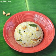 Pongal - danie przygotowywane z ryżu i nasion fasolki mung (moong dal)zaliczane jest do klasyków kuchni tamilskiej. Istnieje kilka wariantów tej potrawy. Słodka wersja przyrządzana z dodatkiem mleka, rodzynek i kardamonu jest nieodzownym składnikiem czter Mashed Potatoes, Grains, Ethnic Recipes, Food, Whipped Potatoes, Smash Potatoes, Essen, Meals, Seeds