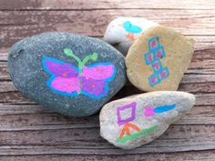 {Easy Craft & Outdoor Activity} Paint rocks with fun outside activities to encourage kids to spend time outdoors!