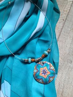 """Collier ras de cou """"sevres turquoise"""" Nouvelle Collection : Pendentif par arliane"""