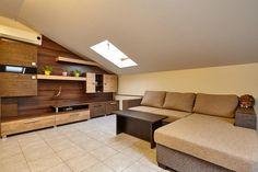 Cданные дома / 2-комн., Краснодар, 1 мая ул., 2 000 000 http://krasnodar-invest.ru/vtorichka/2-komn/realty242399.html  Квартира с улучшенной планировкой, кирпичный дом, 5/5, общая площадь 48 квадратов, спальня 18, гостевая комната+кухня 25, потолки не давят, остается вся мебель которая была сделана на заказ, небольшой коридор сразу переходит в гостевую зону, кухня выведена в отдельную зону, при желании можно отгородить. В санузле кафель, душевой бокс.